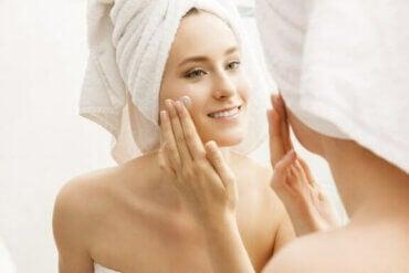 6 tricks til at holde din hud hydreret og sund