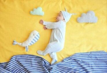 Hjælp dit barn med overgangen fra vugge til seng