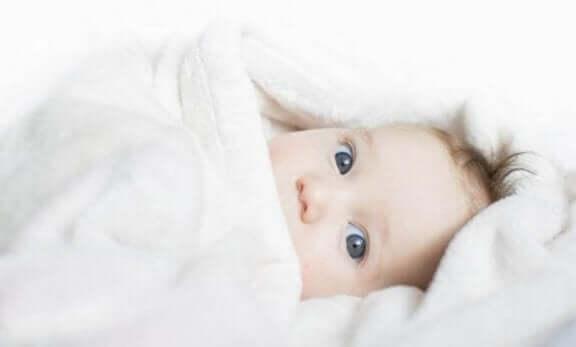 Hvordan ved du om din baby er kold? Tips til nye forældre