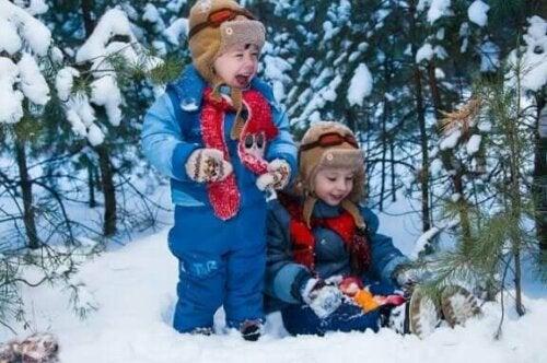 10 lege i sne for familien