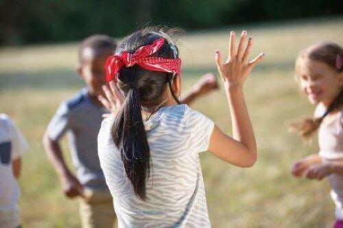 Børn med synshandicap og aktiviteter i klassen.