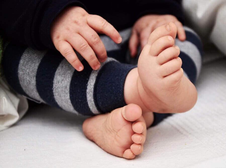 Indadvendte fødder: Babyfødder.
