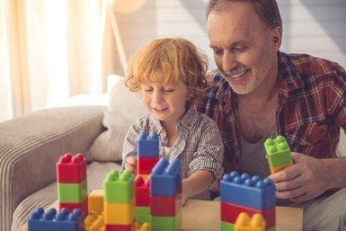 Symbolsk tankegang hos børn: Far og søn leger med klodser.