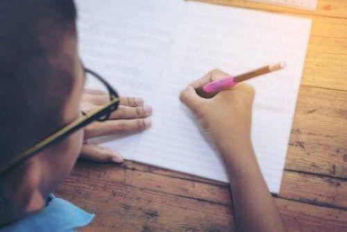 5 øvelser til forbedring af børns håndskrift.