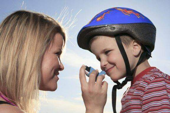 Kan et barn med astma deltage i sport?