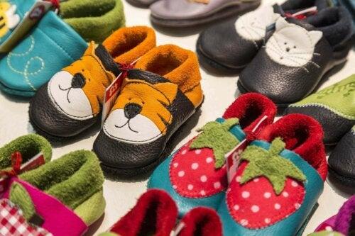 forskellige slags sko til børn