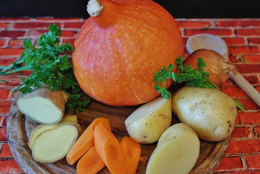 4 opskrifter med gulerødder til børn: Rodfrugter og et græskar.