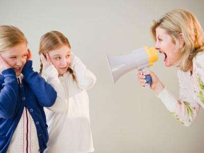 mor der råber af sine børn