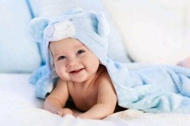 Vælg det rigtige puslebord eller puslemåtte til din baby