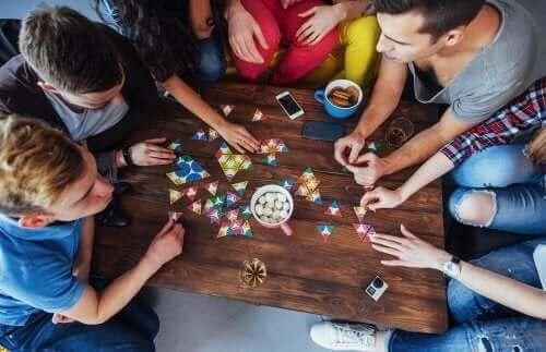 5 brætspil til at forbedre opmærksomhed