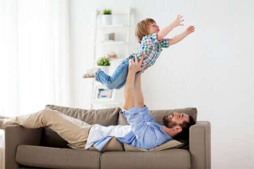 Er det godt at børn slås med deres far?