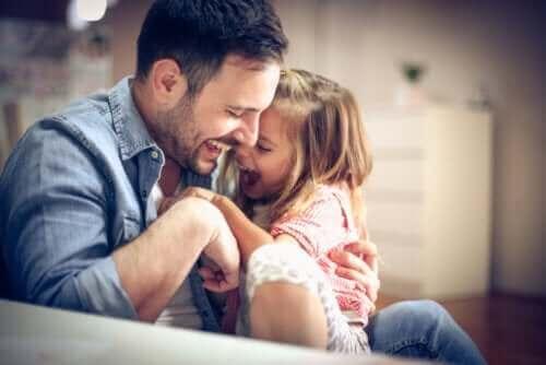 far der leger med datter