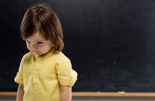 Sådan overkommer man generthed i barndommen