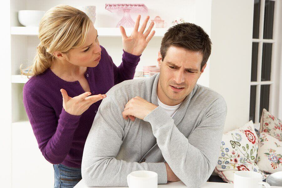 Konflikter i forholdet. Par som skændes.
