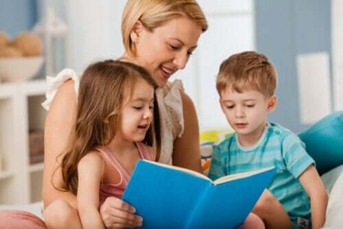 mor der læser for sine børn