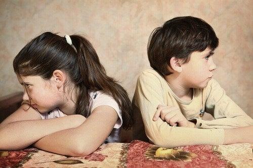 Hvad kan forældre gøre, når børn skændes?