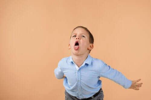 Hvordan du kan konfrontere børn, der fornærmer andre