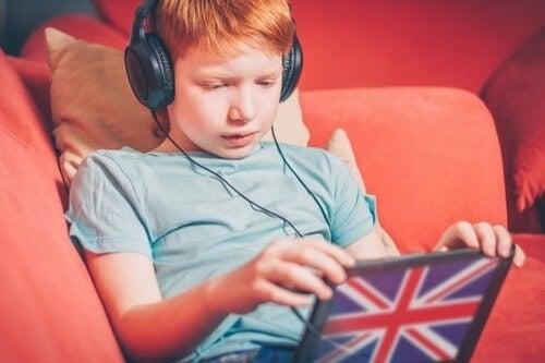 Tips til at opdrage tosprogede børn med OPOL