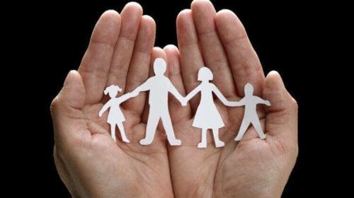 familie klippet ud af papir