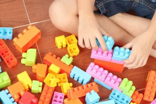 barn der leger med LEGO