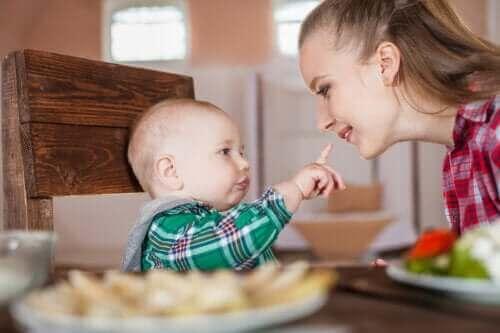 Det du bør vide om din babys spædbarnsreflekser