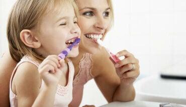 Sådan passer du på dit barns mælketænder