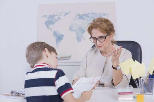Dit barn får dårlige karakterer - hvordan kan du hjælpe?