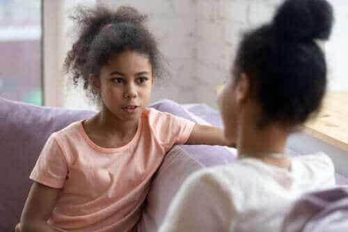 Stop med at forhøre din teenager - hav en dialog