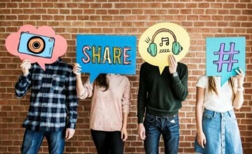 Bør jeg tjekke mine børns sociale medier?