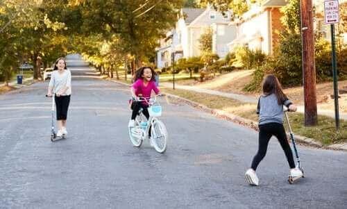 Socialisering i barndommen: Karakteristika og udvikling