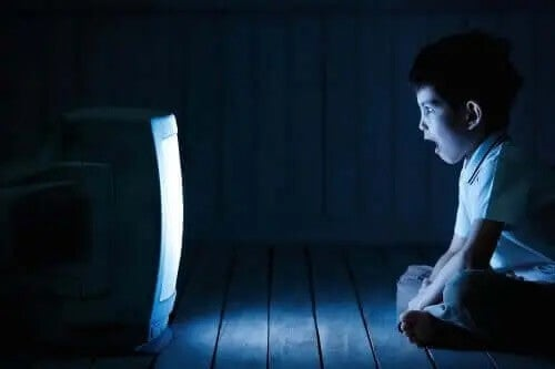 Hvordan påvirker overdreven skærmtid vores børn?