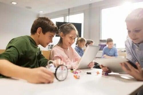 børn der bruger tablets i skole