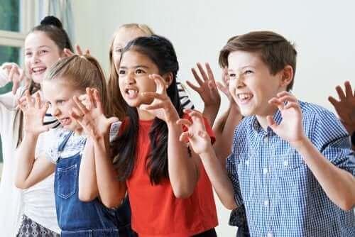 Børn i kreativ udfoldelse