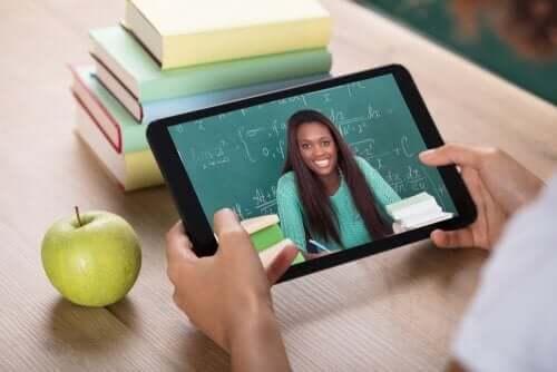 Fjernundervisning på tablet