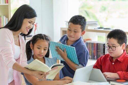 Børn læser bøger af Roald Dahl