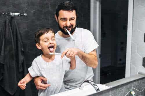 Du kan hjælpe børn med at børste tænder uden at miste besindelsen