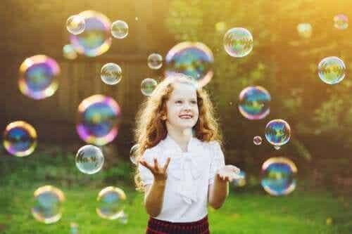 Boblespillet til at fremme selvkontrol hos børn