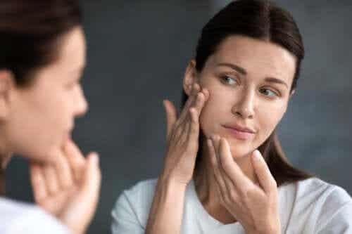 Sådan påvirker hormonelle ændringer huden efter fødsel?