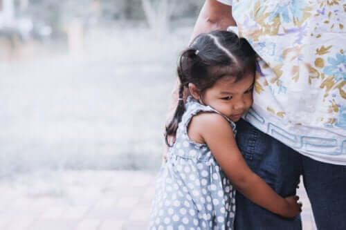 6 karaktertræk for overbeskyttende forældre