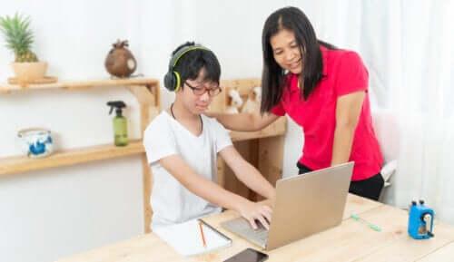 9 tips til at hjælpe børn med at lære at skrive på computer