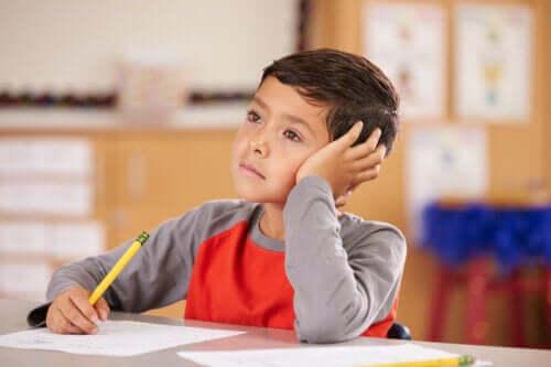 Distraherede børn: Hvilken opmærksomhed skal du forstærke?
