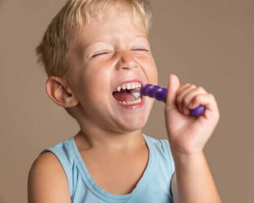 Børns mundhygiejne: Hver alder kræver særlig pleje